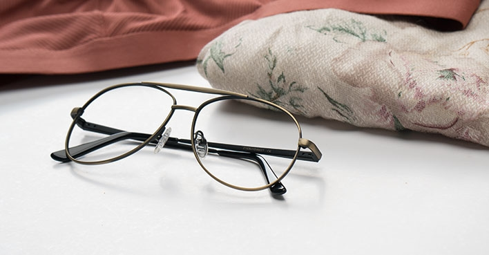 What is the right way to clean your eyeglasses?
