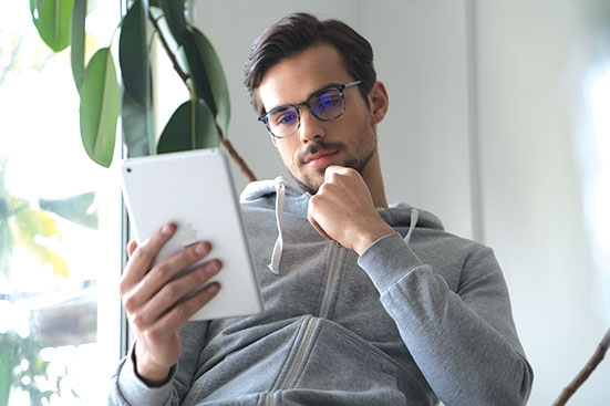 Man with SightRelax glasses on iPad