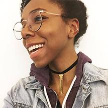 Girl wearing Daydream glasses